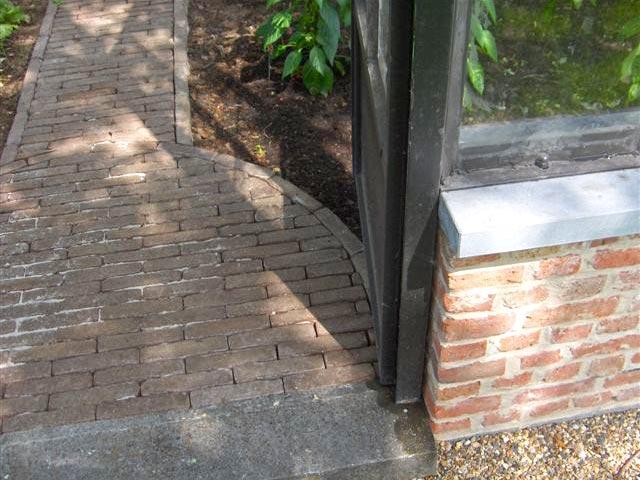 glazen tuinkas ingang en wandelpad DBG Classics