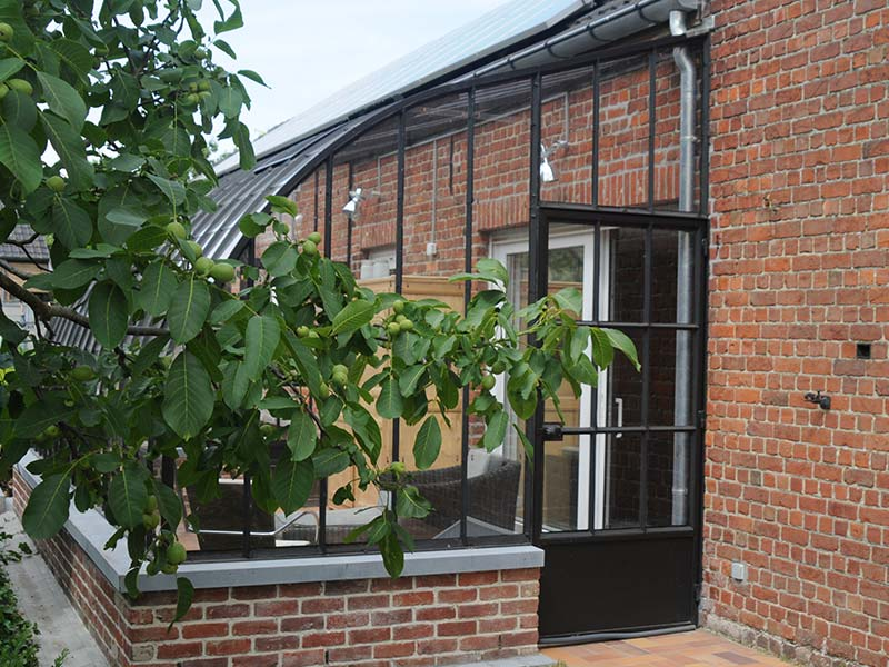 ingang klassieke veranda in smeedijzer perfect aansluitend bij bouwstijl woning dbg classics