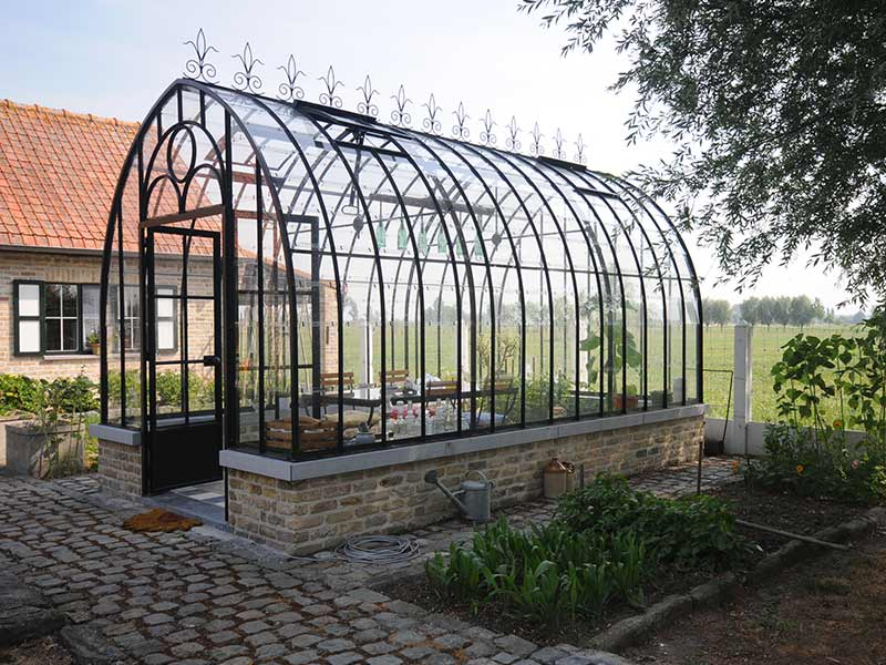 Victorian greenhouse as elegant safe haven in your garden for Build a victorian greenhouse