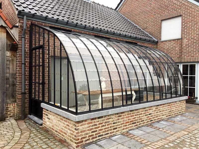 veranda orangerie attenante avec toit incurve sur muret en briques dbg classics