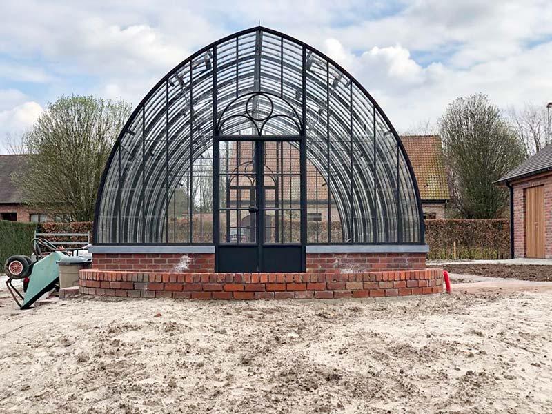 achterkant vrijstaande tuinkamer ook voorzien van dubbele deur uit smeedijzer en glas dbg classics