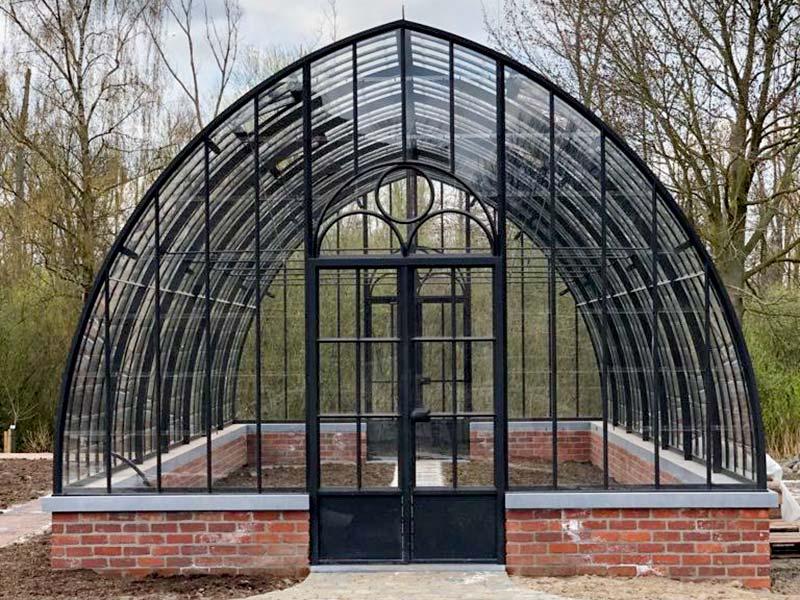gros plan face avant jardin dhiver separe sur muret maconnerie dbg classics