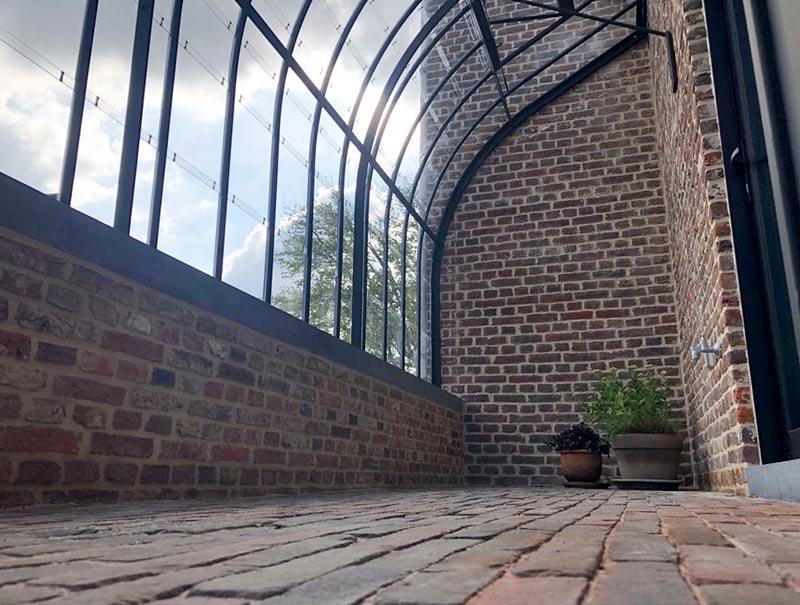 aanbouw tuinkamer van binnenin veel ruimte voor potplanten tafel stoelen schoenrekje dbg classics