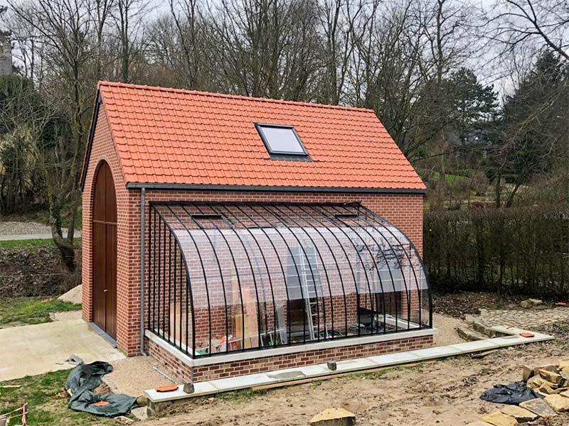 rustieke serre aangebouwd tegen bijgebouw in achtertuin multifunctioneel ook als veranda of pergola