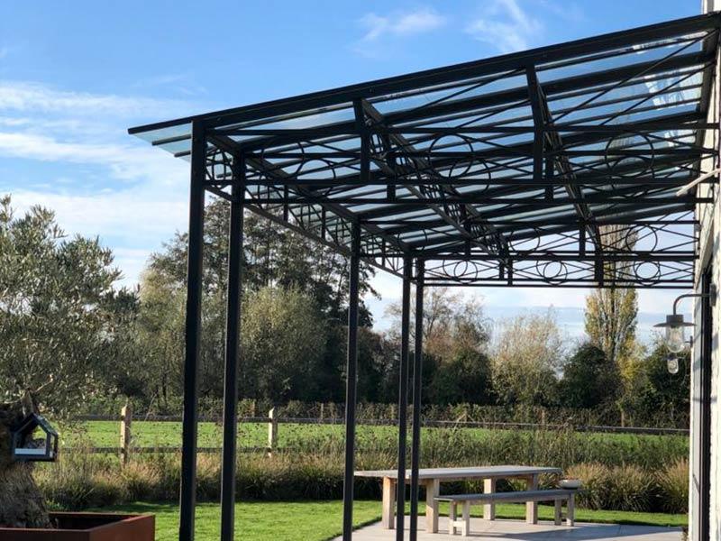 couverture de terrasse avec toit en verre et fer forge dbg classics