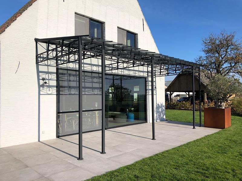 couverture terrasse fer forge et verre au look elegant