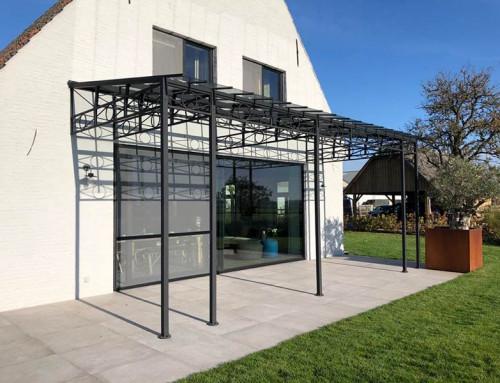 Smeedijzeren terrasoverkapping met glas en stijlvolle uitstraling | DBG Classics