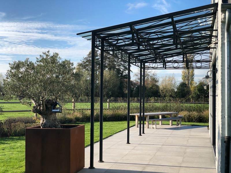 vue laterale couverture terrasse fer forge et verre dbg classics