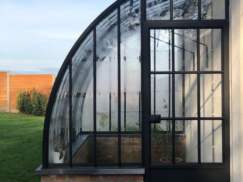 porte entree en fer forge et verre serre murale incurve design raffine elegant
