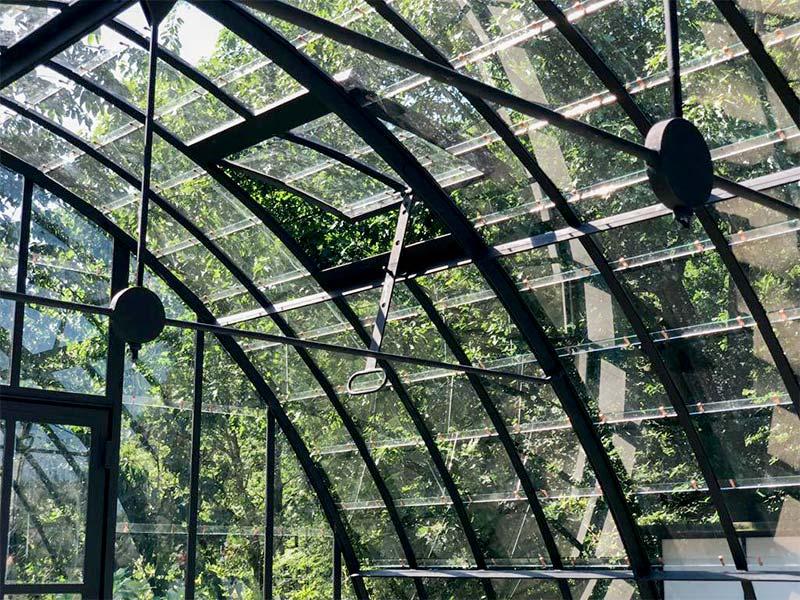 orangerie indépendante au look authentique finition en fer forgé de couleur noire avec verre