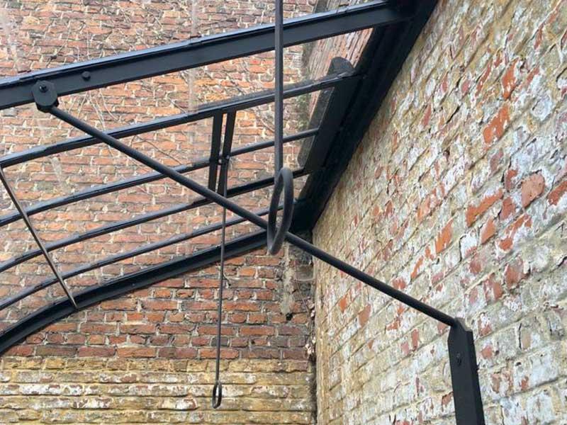 bevestiging dakprofielen aan gemetselde muur fijne afwerking